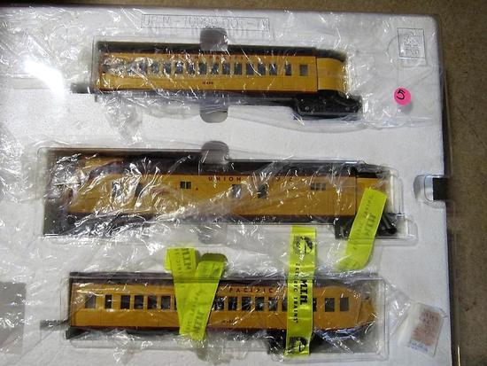 Rail King Union Pacific M10000 Diesel Passenger Set
