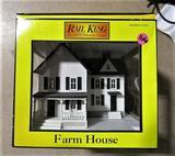 Rail King Farm House White w/ Green Shutters