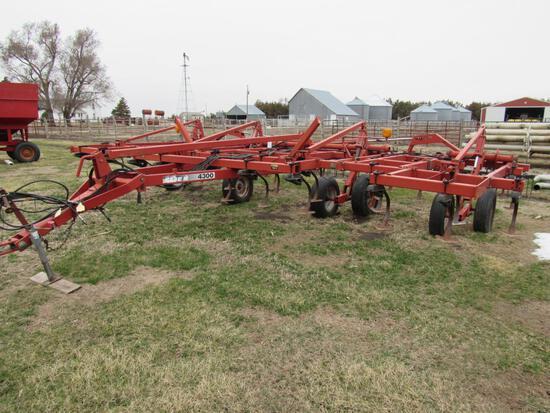 Case/IH 4300  25' Field Cultivator