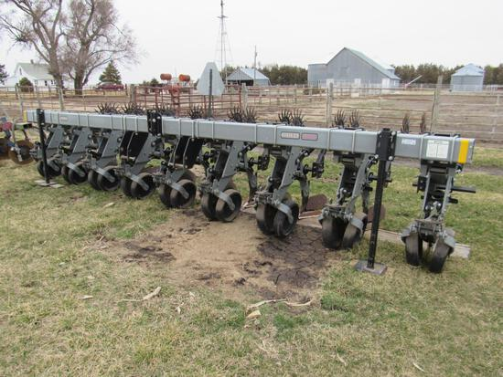 Hiniker 6000 Cultivator with Hilling attachment