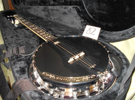 5 String Banjo w/case and straps
