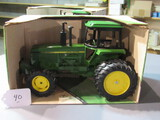 diecast JD MFWD row-crop tractor W/box