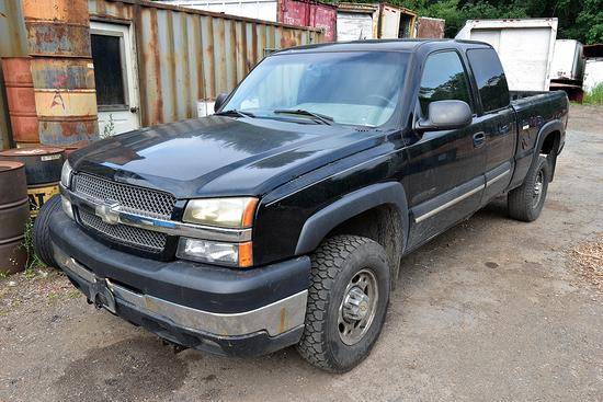 2003 Chevrolet Silverado 2500HD LS ext cab pick-up truck