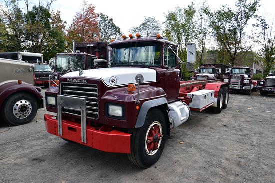 1999 Mack RD688SX Tandem Axle Roll-Off Truck