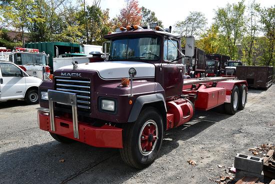 1993 Mack RD688SX Tandem Axle Roll-Off Truck