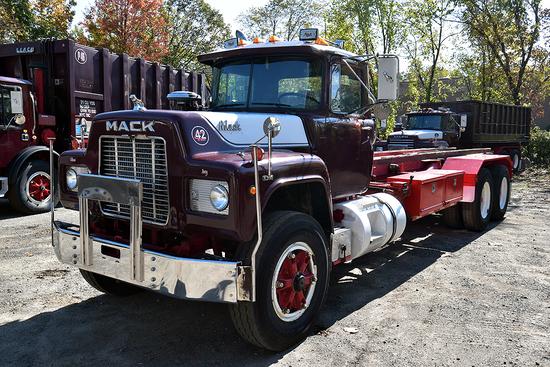 1989 Mack RD 688XS Tandem Axle Roll-Off Truck