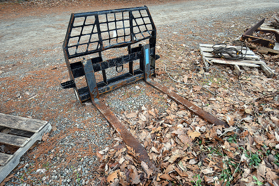 """John Deere Worksite Pro 45"""" Skid Steer Frame w/ 48"""" Forks"""