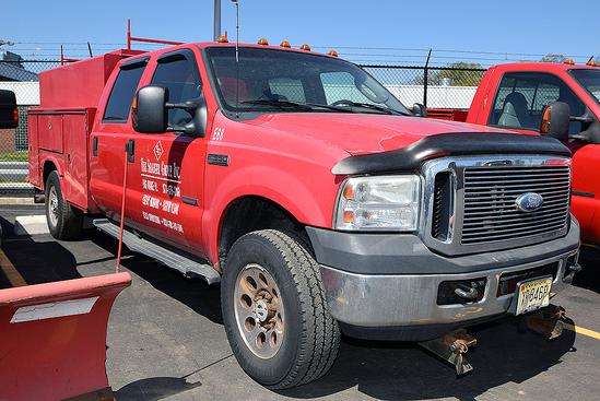 2007 Ford F-350 Crew Cab 4WD, Diesel Utility Truck