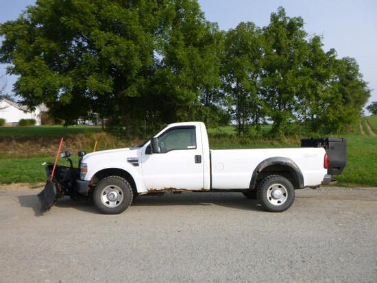 08 Ford F250 Truck w/Plow & Salt Spreader ^Title^ (QEA 3211)