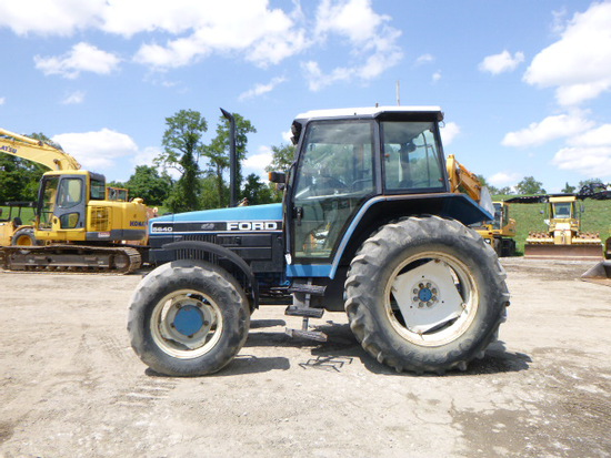92 Ford 5640 Tractor (QEA 8209)