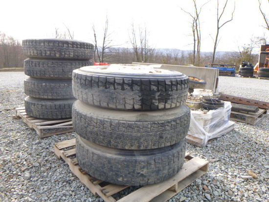 Pallet - 3 Tires & Rims 295/75R.2.5 (QEA 3961)