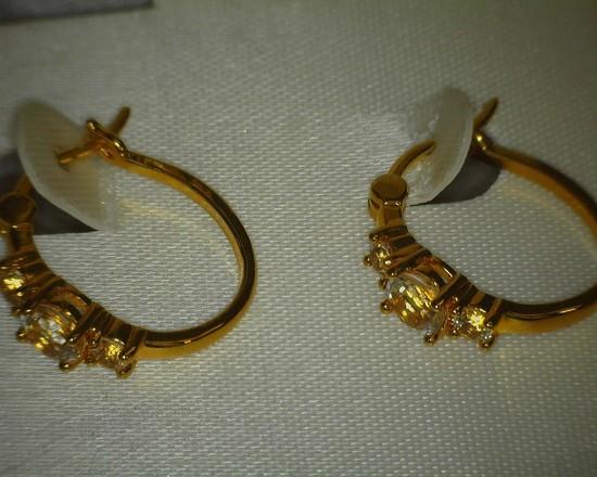 Ladies Pierced Ear Earrings Genuine White Topaz 18K Gold over Brass in original box.