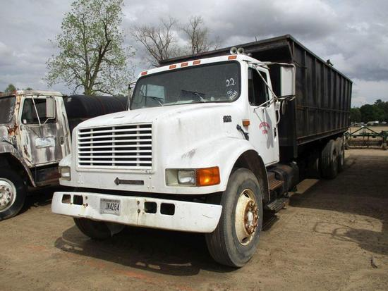 "1995 INTERNATIONAL 4900 T/A DEBRIS DUMP TRUCK 24' BED, OPEN TOP, 61"" SIDES, DT466 DSL MTR, 6 SPD,"