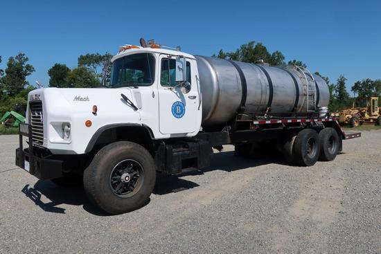 1993 Mack DM600 T/A Water Truck