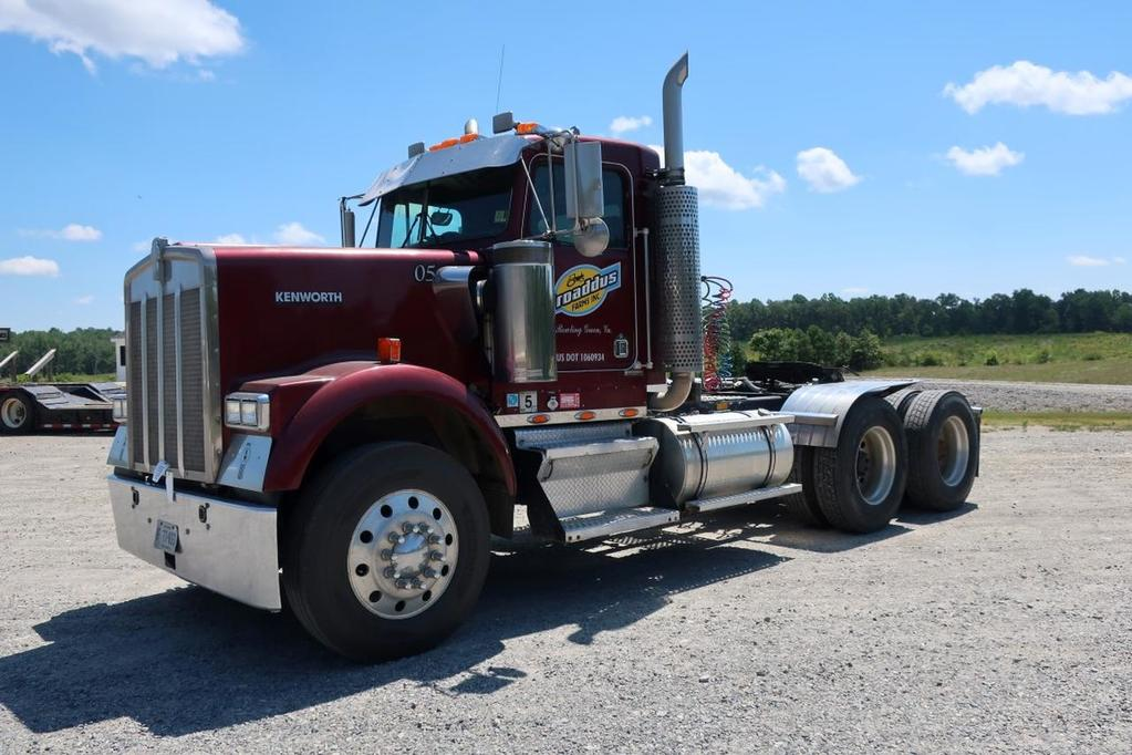 2000 Kenworth W900 T/A Day Cab Road Tractor
