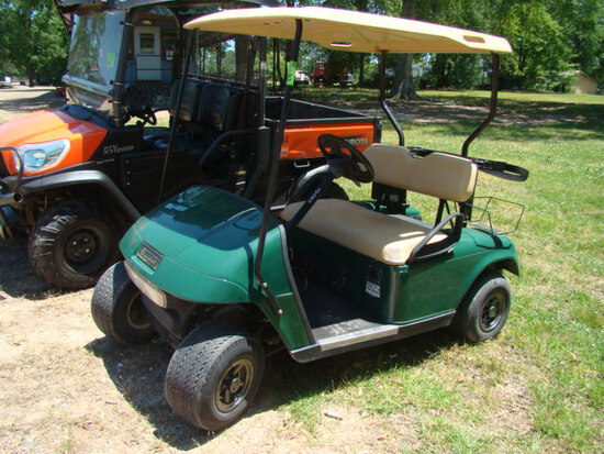 E Z GO ELECTRIC GOLF CART W/ CHARGER
