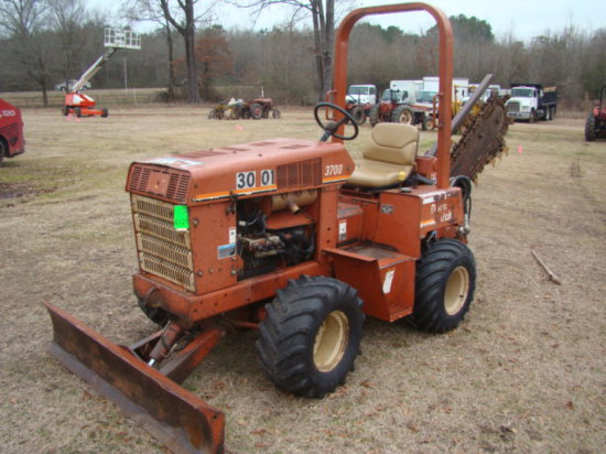 """""""DITCHWITCH 3700 TRENCHER HRS/2443 SN/3S0589 W/H31 TRENCHER"""