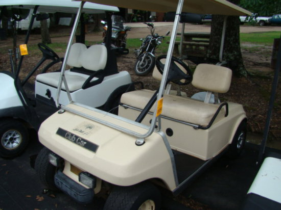 CLUB CART GOLF CART WITH CHARGER
