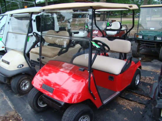 2002 E Z GO ELECTRIC GOLF CART W/CHARGER