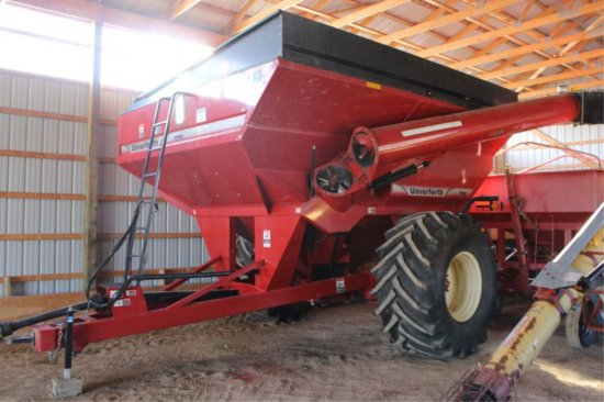 UNVERFERTH 7250 GRAIN BUGGY 900/60-32 TIRES, CORNER AUGER, LIGHT KIT.