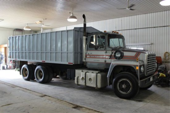 1977 FORD 9000 T/A GRAIN TRUCK 20' STEEL BOX WITH HOIST & TARP, 350 CUMMINS