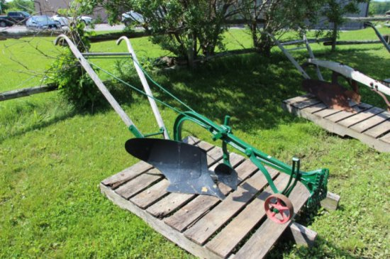 OLIVER 40 SB WALKING PLOW