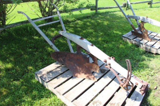OLIVER 40 1F WALKING PLOW W/ WOODEN BEAM
