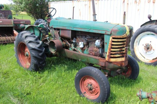 OLIVER 77 TRACTOR - NOT RUNNING, PARTS ONLY