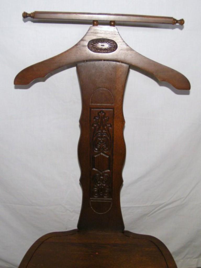 lot vintage butler 991 marked butler bacholers chair proxibid rh proxibid com Vintage Wood Valet Butler Chair Gentleman's Butler Chair