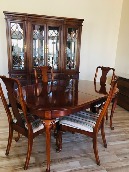 China Hutch & Table With 6 Chairs