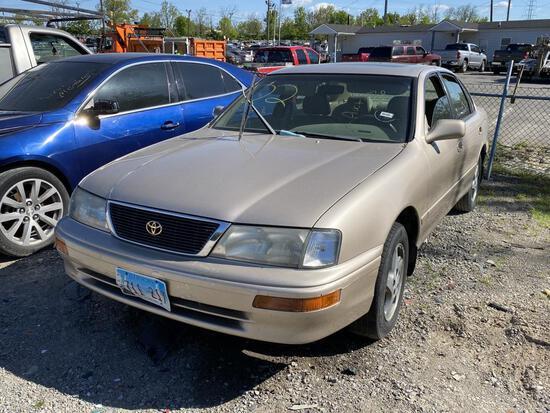 1997 Toyota Avalon Gold Tow# 96490