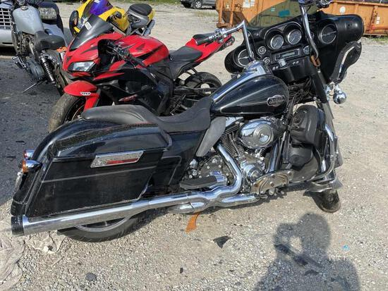 2009  HARLEY  SUPER GLIDE   Tow# 100864