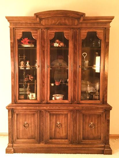 Drexel China Cabinet. Adjustable Shelfs above & below. Flatware Drawer in Center