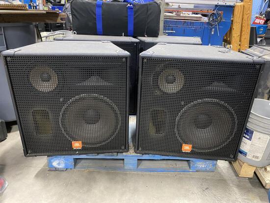 2 JBL Speakers Pro Audio Cabinets MR935