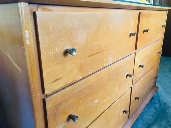 Vintage Bedroom Suite. Dresser, Mirror, Chest & 2 Night Stands