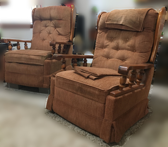 2 Lazy Boy Casual Matching Recliners With Extra Matching Material