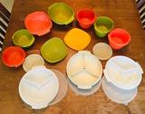Assortment of Tupperware (n)