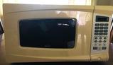 700 Watt RIVAL Microwave Oven w/Manual