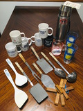 Vintage Uno-Vac Thermos with TAG 1974, RARE Vintage Ford Cup, Coffee mugs & kitchen utensils
