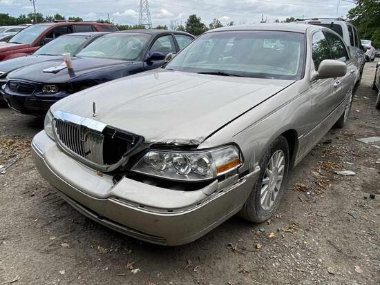 2004  Lincoln  Town Car   Tow# 108099