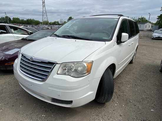 2008  Chrysler  Town & Country   Tow# 108232