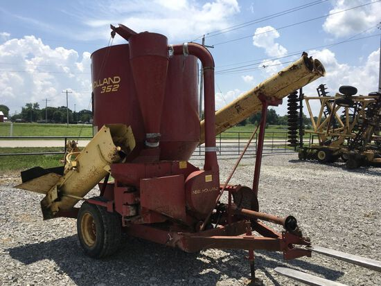 New Holland 352 Feed Grinder