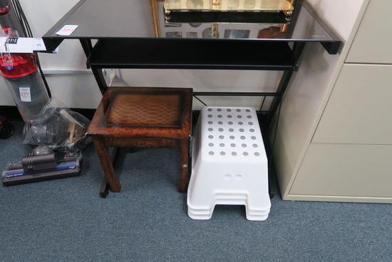 Lot Black/Glass Workstation and Stepstools