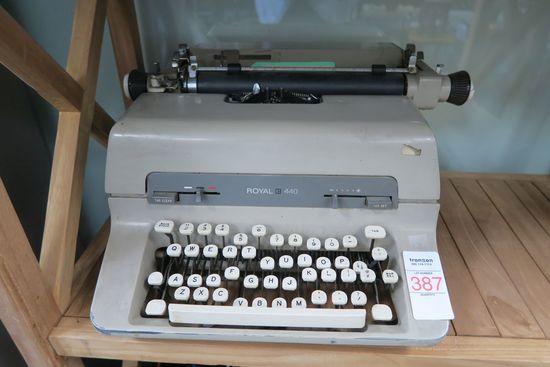 Royal 440 Manual Typewriter