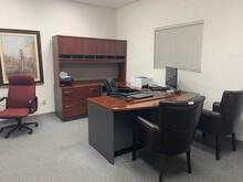 Executive U-Shaped Desk w/Hutch & More!