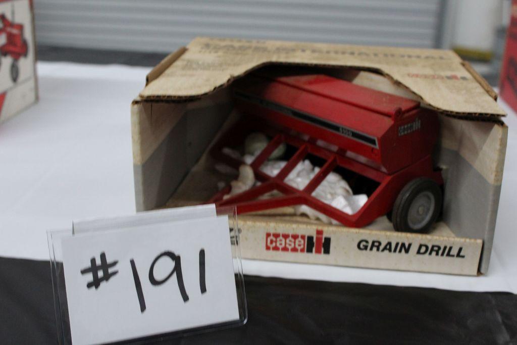 CASE INTERNATIONAL GRAIN DRILL  (IN BOX)