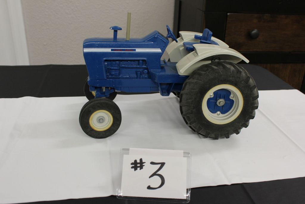 8000 FORD TRACTOR W/ FORD DISC