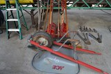 LOT OF CLEAN UP TOOLS