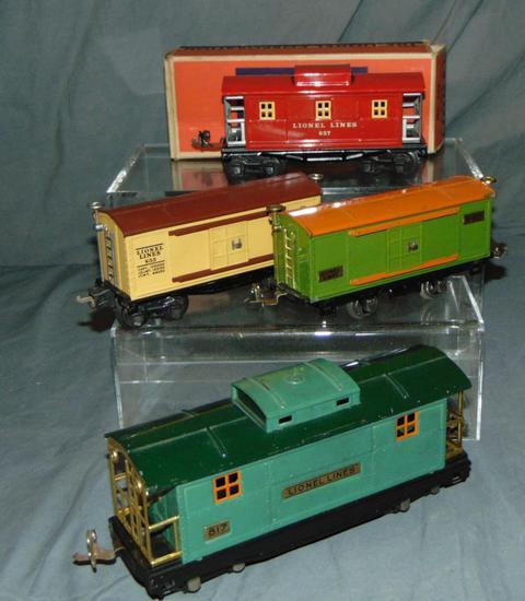 4 Lionel Prewar Freight Cars