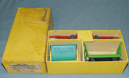 Clean Boxed Lionel 163 Station Set
